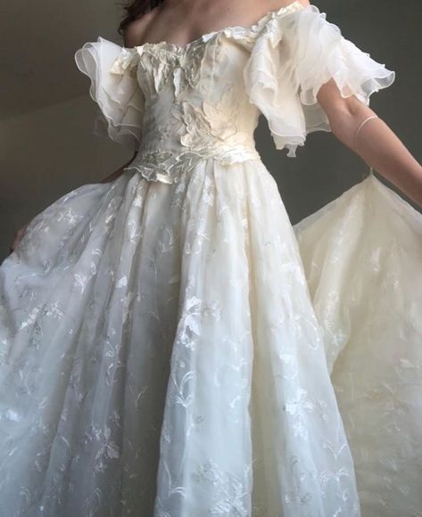 """I need this dress so I can feel like an ethereal princess ✨"" Elegant Dresses, Pretty Dresses, Vintage Dresses, Beautiful Dresses, Vintage Ball Gowns, Fairytale Dress, Fairy Dress, Fairytale Fashion, Ball Dresses"