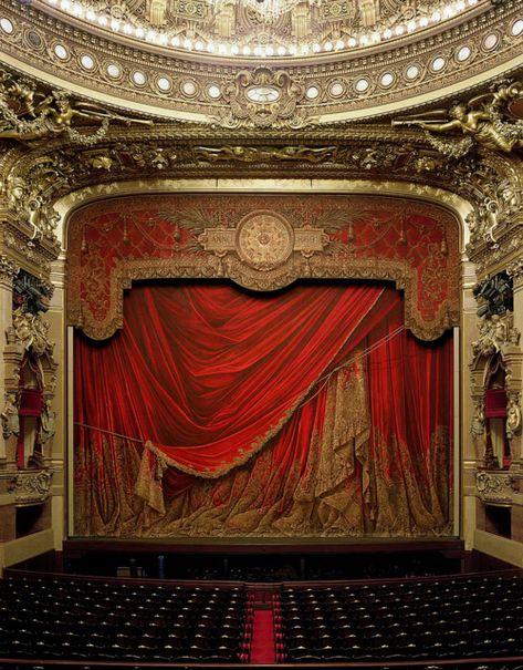 Scène de l'Opéra Garnier, Paris