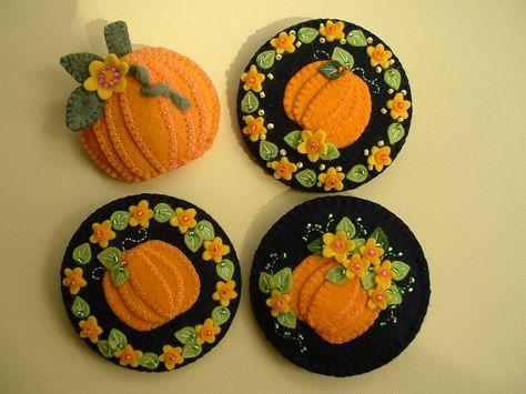 Felt Pumpkin Pin by Beedeebabee on Etsy Felt Embroidery, Felt Applique, Autumn Crafts, Holiday Crafts, Felt Decorations, Felt Brooch, Felt Christmas, Christmas Nativity, Felt Art