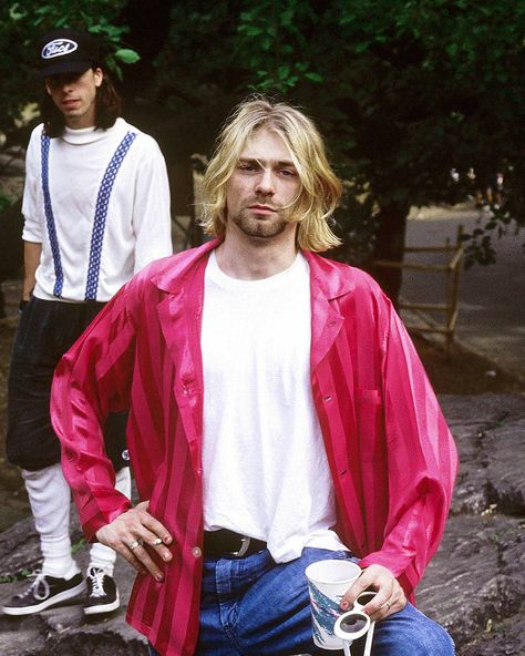 "593 Me gusta, 5 comentarios - Mert (@maybejust.happy) en Instagram: ""July 24, 1993 - New York, NY Photo by Hugo Dixon. #nirvana #davegrohl #kurtcobain"""