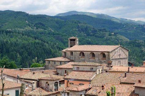 Castiglione di Garfagnana e la chiesa di San Michele #CastiglionediGarfagnana #Toscana #Italia