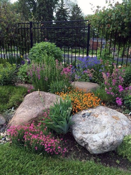 30 Awesome Front Yard Rock Garden Landscaping Ideas The Effective Pictures We Offer You About diy Garden Planning A quality picture can tell you many things. You can find the most beautiful pictures t Garden Landscape Design, Plants, Large Yard Landscaping, Landscaping With Rocks, Garden Planning, Landscape Edging Diy, Beautiful Gardens, Backyard