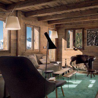 Salon De Chalet Avec Mur Et Sol En Bois Avec Mobilier Marron