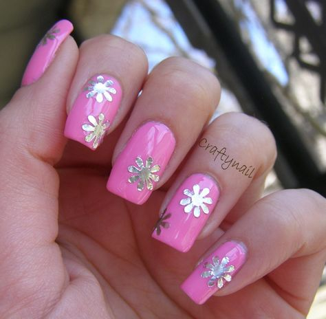 decorate nails with aluminum foil