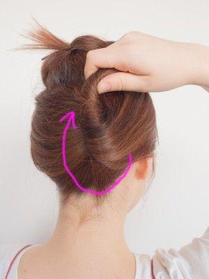 夜会巻きのやり方 かぶせ方は 普段着にも似合うヘアアレンジ アップヘアの髪型 簡単 まとめ髪 夜会巻き
