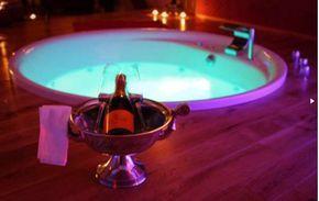 Epingle Par Sapphire Spas Lyon Sur Hotels Avec Spas Detente Vacances Voyages Hotel Avec Jacuzzi Privatif