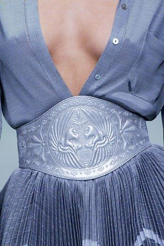 Celebrities who wear, use, or own Alexander McQueen Spring 2006 Belt. Also discover the movies, TV shows, and events associated with Alexander McQueen Spring 2006 Belt.
