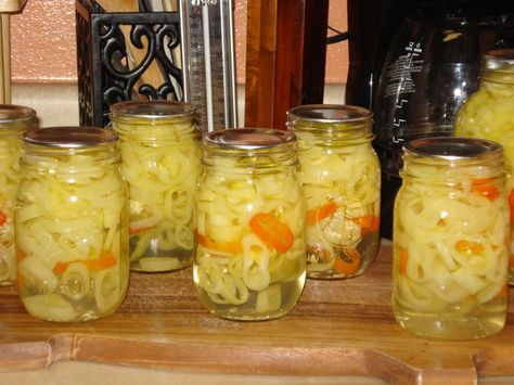 Canning Homemade!: Canning Banana Peppers with a little help from my friends!