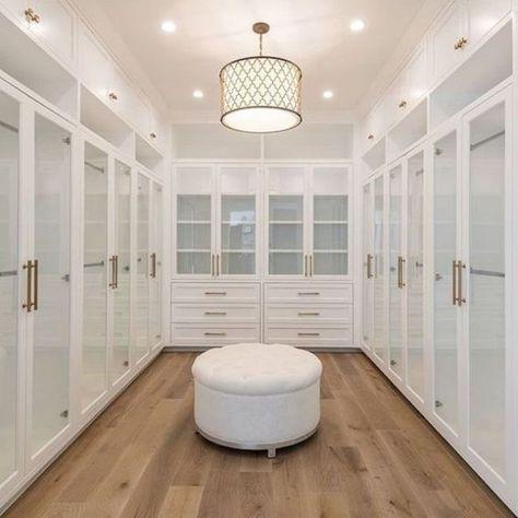 Dream Home: A Luxurious Modern Farmhouse in Encino HillsBECKI OWENS