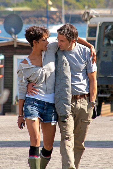 Halle Berry Photos Photos: Halle Berry and Olivier Martinez on the Set of 'Dark Tide'