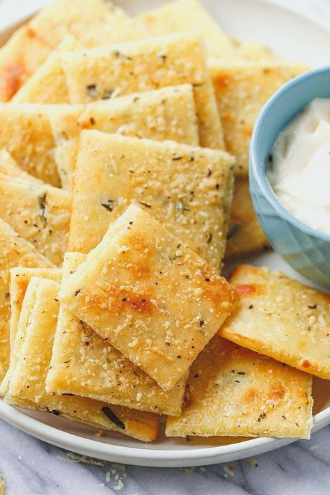 Low Carb Cheese Crackers - #eatwell101 #recipe #keto #lowcarb #glutenfree - So good and crunchy, these epic crackers will change your snacking routine forever! - #recipe by #eatwell101 #30DayKetoDietPlan