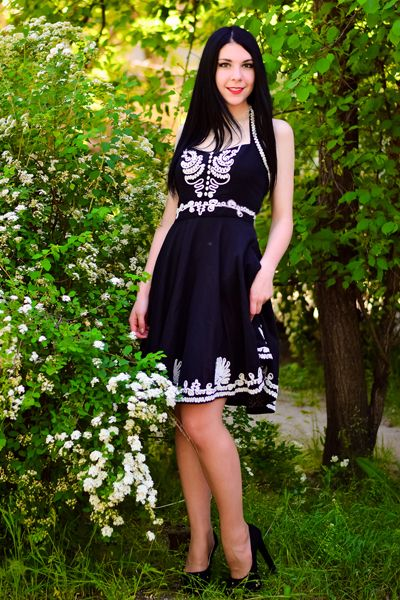 lady-hand-russian-and-ukrainian-brides-datingstuff-boobs