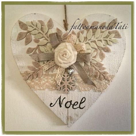 Cuore di legno bianco shabby noel con rosa in lino e pizzo, by fattoamanodaTati, 26,00 € su misshobby.com