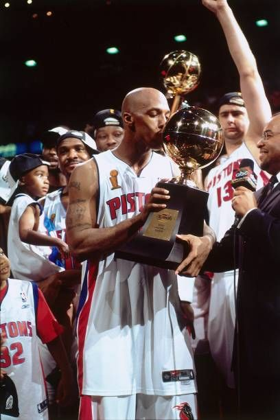 Chauncey Billups 1 Of The Detroit Pistons Kisses His Most Valuable In 2020 Kobe Bryant Pictures Detroit Pistons 2004 Nba Finals