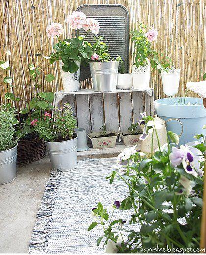 Zdja Cie Nr 2 W Galerii Wschodni Balkon W Bloku A Deccoria Pl Plants Garden