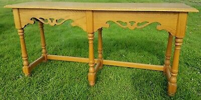 Details About Ethan Allen Canterbury Oak Sofa Table 28 9403 Free Ship Console Entry Hall In 2020 Oak Sofa Sofa Table Gorgeous Sofas