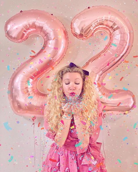 Cute Birthday Pictures, Birthday Ideas For Her, Birthday Photos, Birthday Balloon Pictures, 23rd Birthday, Birthday Parties, Sweet 16 Pictures, Princesse Disney Swag, Indoor Birthday