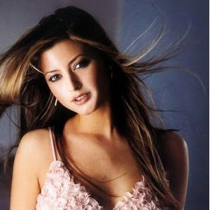 Holly Valance Bio Married Age Husband Networth Height Family Wiki Affair Holly Valance Girl Celebrities Valance