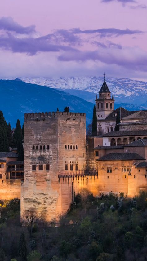 Planning to travel to Spain? Don't miss this awesome Spain travel itinerary - complete with tips to help you make the most out of your trip. From Madrid to Seville, Granada and Malaga - here are the places to visit in Spain you simply shouldn't miss! #spain #travel #vacay #wanderlust