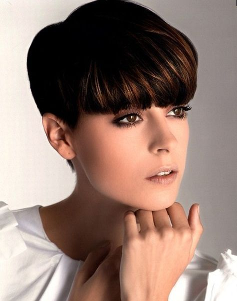 They can carry pixie haircut with unique and trendy styles to make her haircut different from others. Here are some best 25 Great Pixie Haircuts. Must watch them, these haircuts.