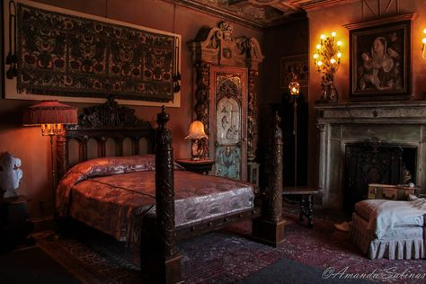 Jane de Velville and Tudor ap Robert Vychan bedchamber  0fcacc805273fd97a5d474fde4338f61--dark-romantic-bedroom-beautiful-bedrooms