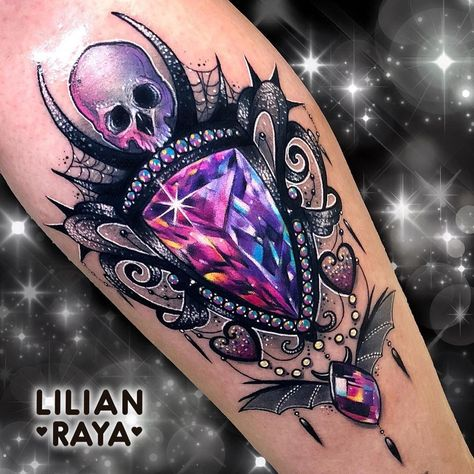 I totally am into the shades, outlines, and depth. This really is a good tattoo design if you are looking for a #diamondtattoo