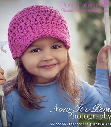 This cute chunky crochet newsboy hat pattern makes an adorable crochet visor beanie for all ages and genders. Great for boys, girls, women and men!