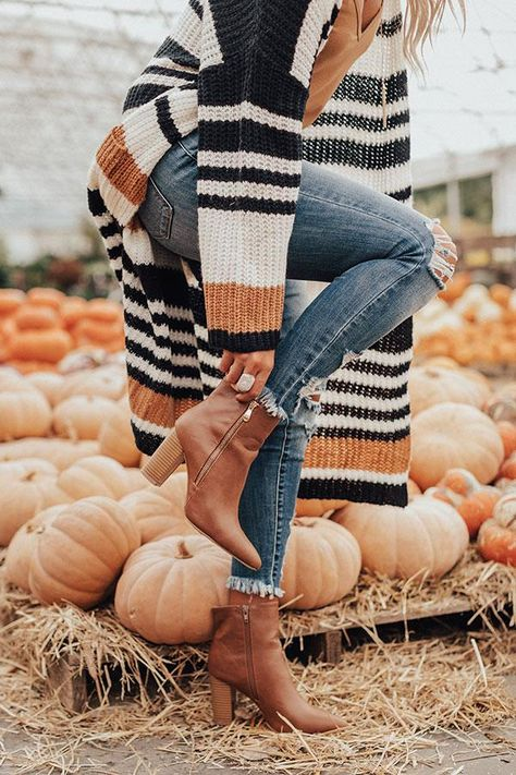 Would SO wear that The Miller Faux Leather Bootie In Brown Trendy Fall Outfits, Fall Fashion Outfits, Cute Casual Outfits, Mode Outfits, Fall Winter Outfits, Look Fashion, Autumn Winter Fashion, Fall Dress Outfits, Christmas Outfits For Women