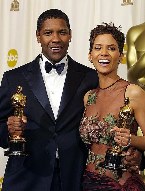 Denzel Washington y Halle Berry cuando recogieron el Oscar a mejor actriz y actor en 2001