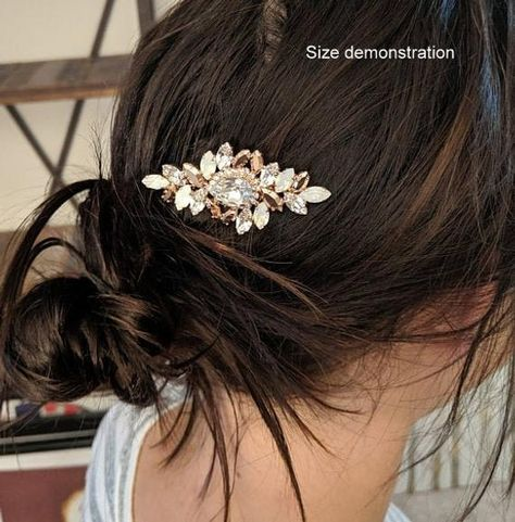 #weddings #accessories #hairaccessories #bridalhaircomb #bridalheadpiece #bridalhairjewelry #hairjewelry #hairaccessory #gatsbystyle #vintagewedding #swarovskicrystal #crystalhaircomb #bridalaccessory #clearcrystalcomb #goldhaircomb