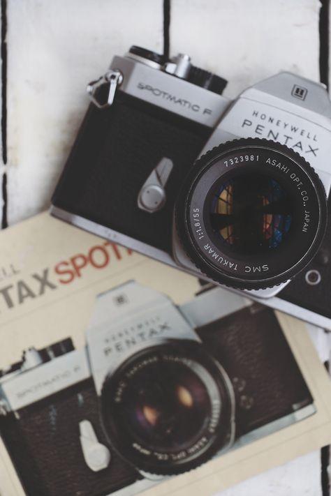 New vintage camera art polaroid Ideas Antique Cameras, Old Cameras, Vintage Cameras, Camera Art, Camera Hacks, Film Camera, 35mm Film, Polaroid Camera, Pentax Camera
