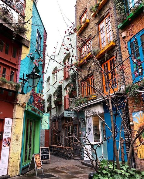 Neal S Yard Is A Wonderfully Colourful Spot By Jvprinz It S Also A Top Spot For Lunch Check Out Homeslice Covent Garden Best Rooftop Bars Neals Yard