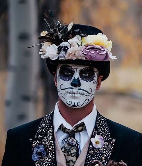 Day of the dead makeup for men sugar skull halloween, candy skulls, sugar skull Sugar Skull Halloween, Sugar Skull Costume, Sugar Skull Makeup, Halloween Skull, Vintage Halloween, Mens Halloween Makeup, Male Halloween Costumes, Halloween Party, Mexican Halloween
