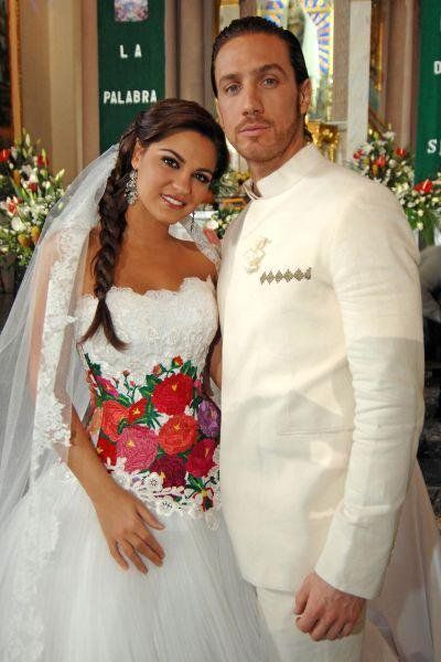 Love the flowers on her Wedding dress. I love her dress!!! #mexicanweddings