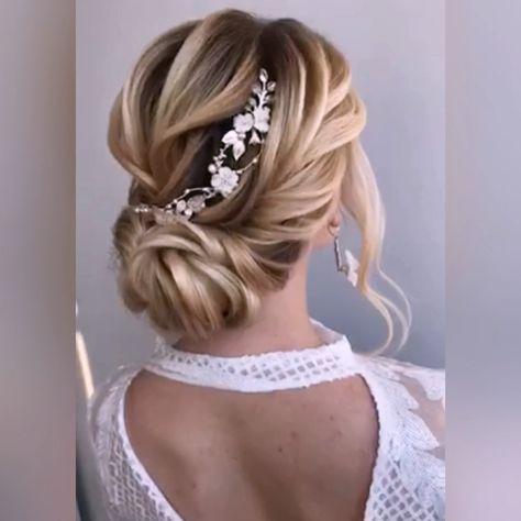 Wedding headpiece #bridalhair #weddingphotography #weddinghairstyles #bridaljewelry #bridalearrings