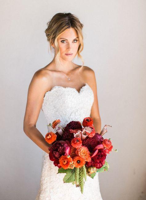 Hochzeit im Herbst ~ Hochzeitsinspiration in Rot #Brautstrauß #Hochzeitsstrauß #Blumenstrauss