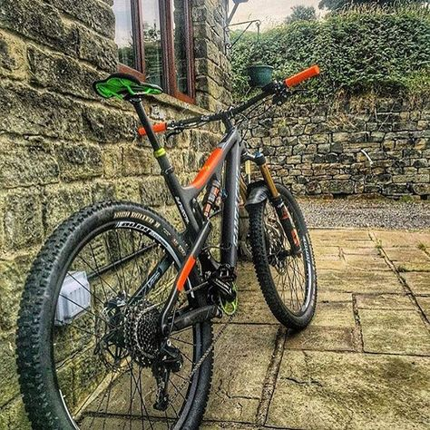 The Orange AMS Style fits better than you think! The #santacruzbike of…