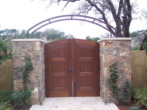Double Swing Entry Gate in Sonoma County. View our full portfolio on our site!