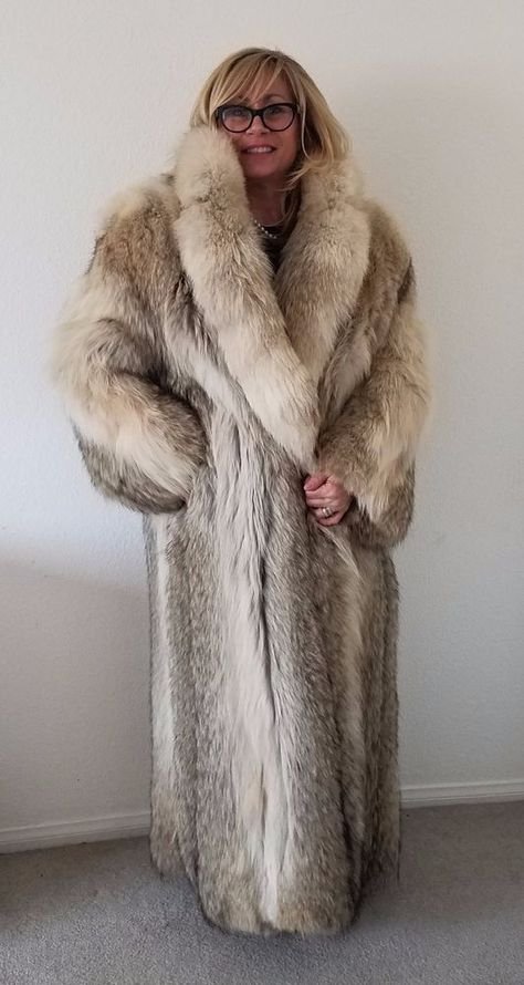 Coyote fur coat, full lengh,mint condition,satin lining, never worn