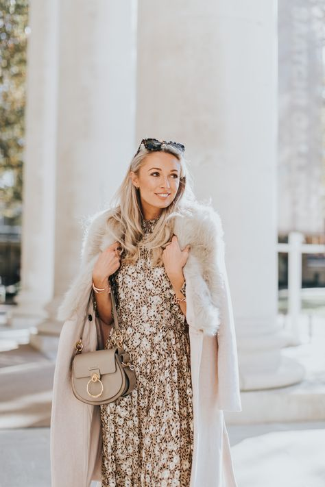 A Touch of Festive Gold – Wearing Metallics this Christmas #christmasoutfit #womensfashion #winterfashion #winteroutfits #festivewear