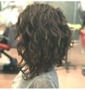50 Short Curly Hair Ideas To Step Up Your Style Game Lockigefrisuren Curlyhairstylesformediumhair In 2020 Curly Hair Photos Bob Haircut Curly Curly Hair Styles