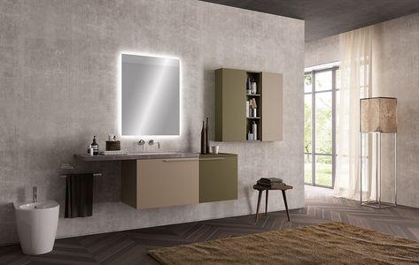 Superficie mobile lavabo di marmo e uno specchio con