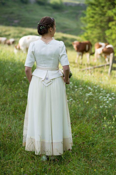 Schlierseer-Brautkleid-Rueckenansicht