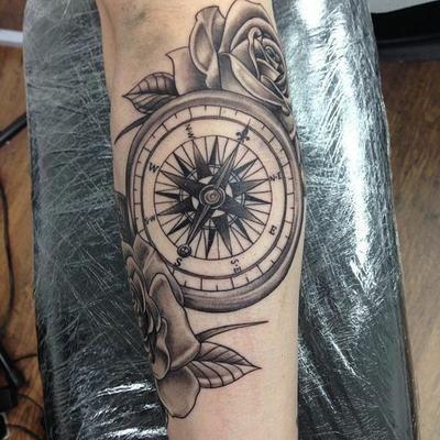 Brujula Y Flor De Lis Trendy Tattoos Tattoos Arrow Tattoos