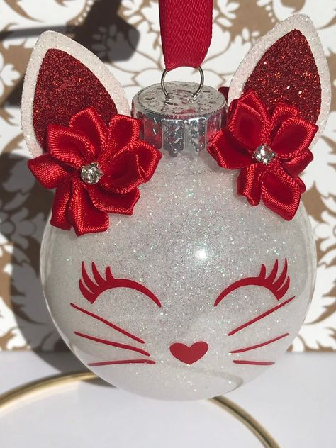 Red and white cat glitter ornament Glitter Ornaments, Christmas Ornament Crafts, Diy Christmas Ornaments, Diy Christmas Gifts, Handmade Christmas, Holiday Crafts, Xmas Crafts To Sell, Homemade Christmas Crafts, Christmas Tree