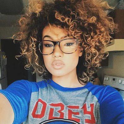 cortes de pelo corto y rizado de la mujer hair style short curly hair and balayage