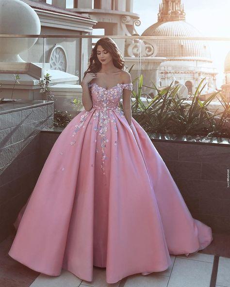 nails Beautiful dress! Do you agree?...