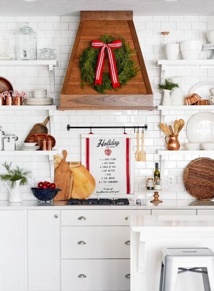 50 Quick And Easy Holiday Decorating Ideas Simple Holiday Decor Christmas Kitchen Decor