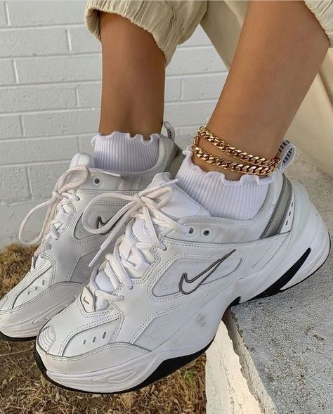 aesthetic shoes Aesthetic vintage art hoe trendy casual cool edgy grunge outfit fashion style idea ideas inspo inspiration for school for women winter summer shoes accesoires ankle bracelet nike white sneaker shoes Moda Sneakers, Sneakers Mode, Best Sneakers, Women's Shoes Sneakers, 90s Nike Shoes, Nike Women Sneakers, Adidas Slip On Sneakers, Shoes Women, Cute Sneakers For Women