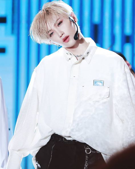 Choose your favorite pict🤗 Don't forget to tag your friend👋 . . Follow @leefelixupdate for more vids and picts❤ #felix #felixstraykids…